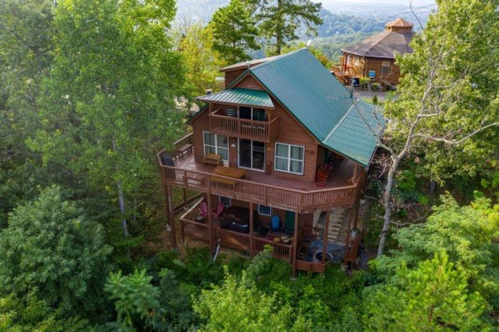Photo of a Pigeon Forge Cabin named Bearing Views - This is the first photo in the set.