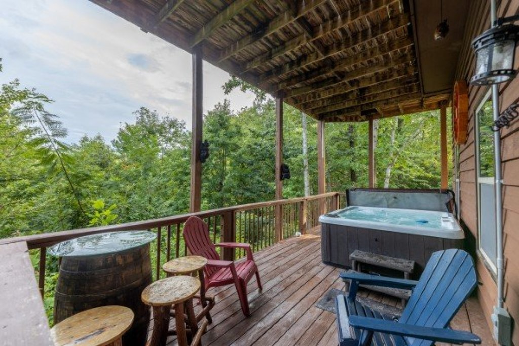 Photo of a Pigeon Forge Cabin named Bearing Views - This is the twenty-first photo in the set.