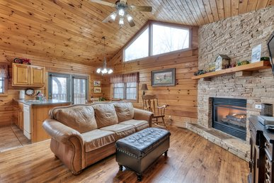 Charming cabin, 2 miles form town, with lovely views, hot tub, and WIFI
