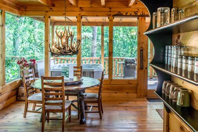 Tranquil cabin with hot tub, game room, mountain views and seasonal pool access