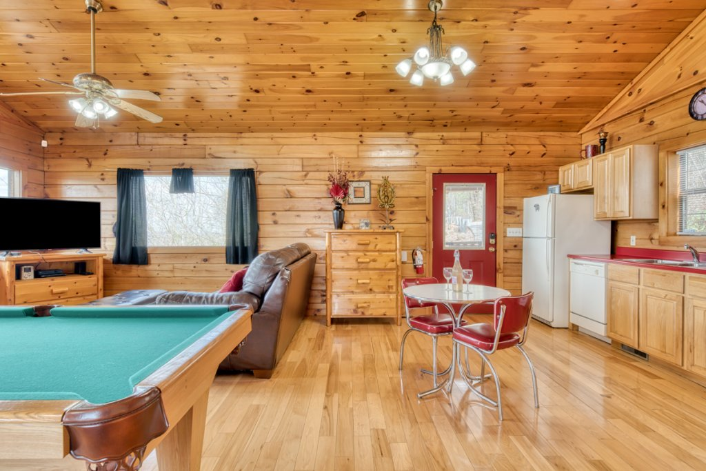 Photo of a Sevierville Cabin named Lucky Star - This is the ninth photo in the set.
