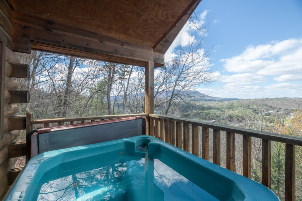 Photo of a Sevierville Cabin named Lucky Star - This is the second photo in the set.