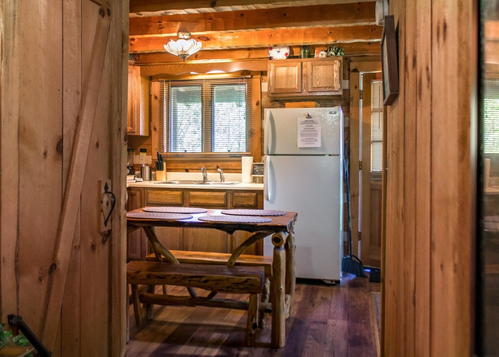 Photo of a Gatlinburg Cabin named Sequoyah - This is the eighteenth photo in the set.