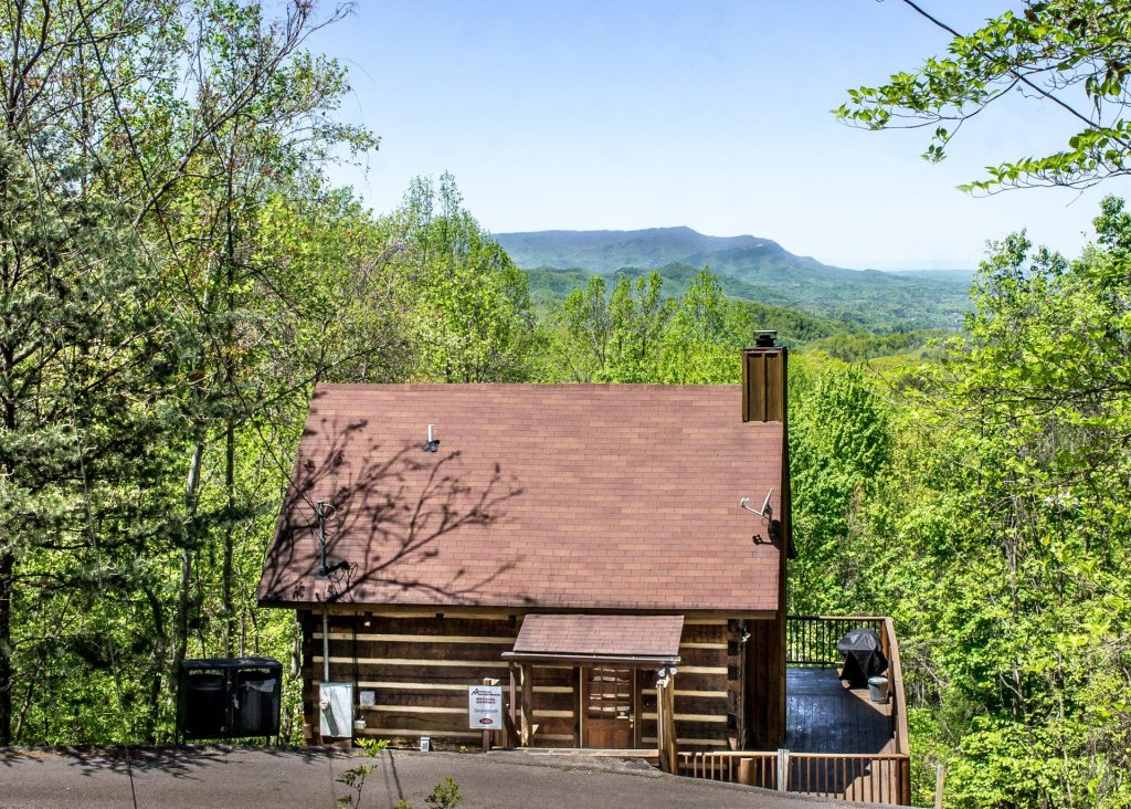 Photo of a Gatlinburg Cabin named Sequoyah - This is the second photo in the set.