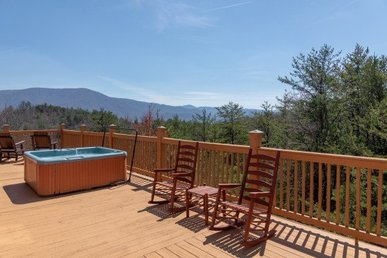 2 Bedroom, 2 Bath Value Cabin For 6 With A Home Theater & Incredible Views.