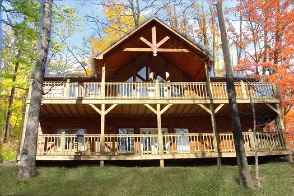Photo of a Pigeon Forge Cabin named Wildlife Retreat - This is the second photo in the set.
