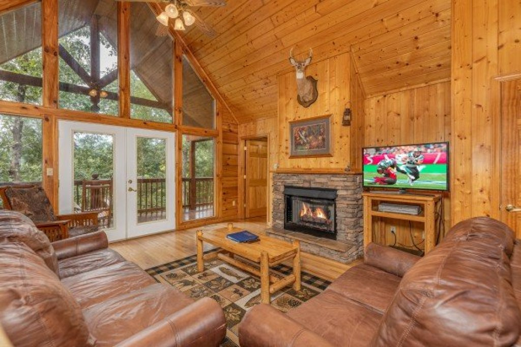Photo of a Pigeon Forge Cabin named Wildlife Retreat - This is the fourth photo in the set.