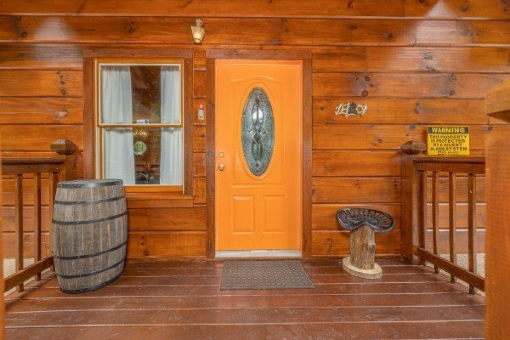 Photo of a Pigeon Forge Cabin named Wildlife Retreat - This is the third photo in the set.