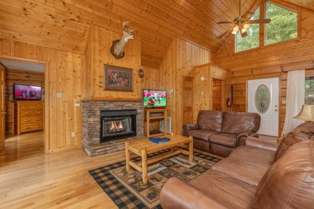 Photo of a Pigeon Forge Cabin named Wildlife Retreat - This is the sixth photo in the set.