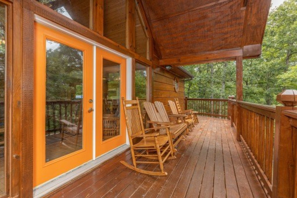 Photo of a Pigeon Forge Cabin named Wildlife Retreat - This is the fifth photo in the set.