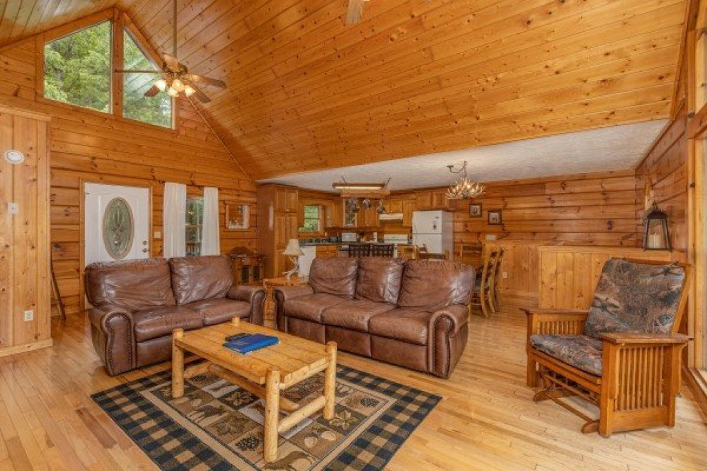 Photo of a Pigeon Forge Cabin named Wildlife Retreat - This is the seventh photo in the set.