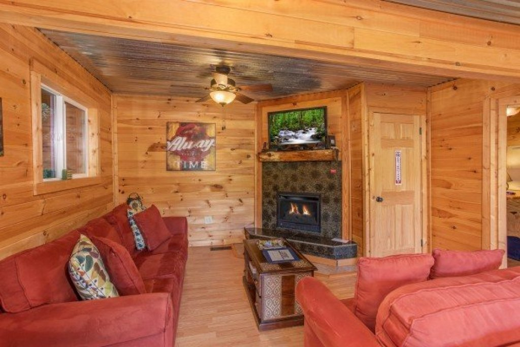 Photo of a Gatlinburg Cabin named License To Chill - This is the third photo in the set.
