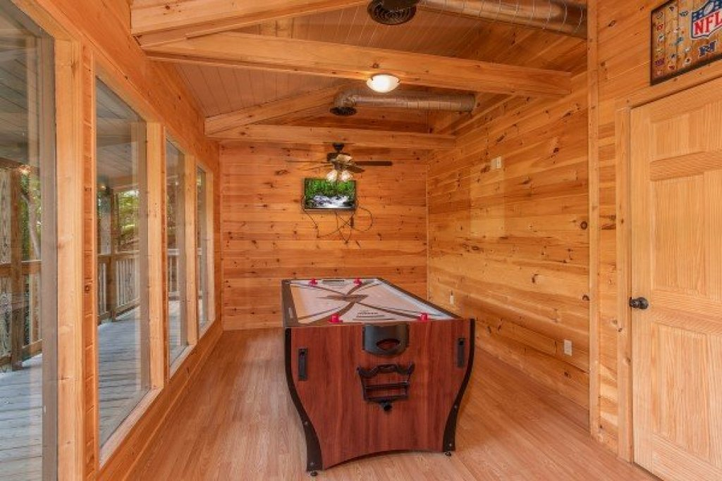 Photo of a Gatlinburg Cabin named License To Chill - This is the eighth photo in the set.