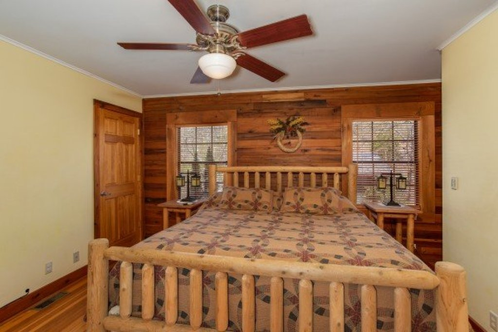 Photo of a Sevierville Cabin named Rustic Roost - This is the fourteenth photo in the set.