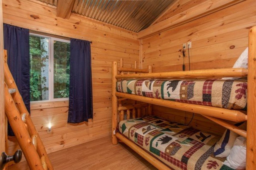 Photo of a Gatlinburg Cabin named License To Chill - This is the twelfth photo in the set.