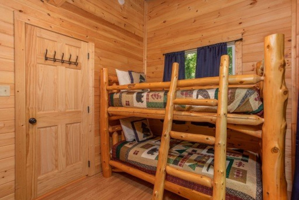 Photo of a Gatlinburg Cabin named License To Chill - This is the thirteenth photo in the set.