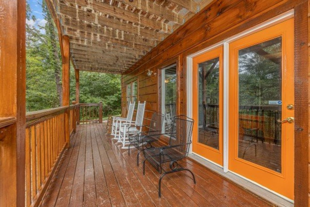 Photo of a Pigeon Forge Cabin named Wildlife Retreat - This is the sixteenth photo in the set.