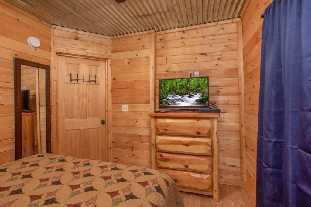 Photo of a Gatlinburg Cabin named License To Chill - This is the sixteenth photo in the set.
