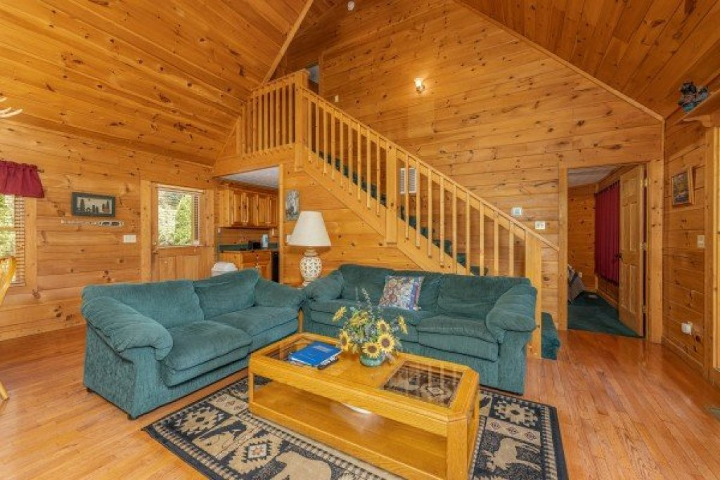 Photo of a Gatlinburg Cabin named Cub's Crossing - This is the fourth photo in the set.
