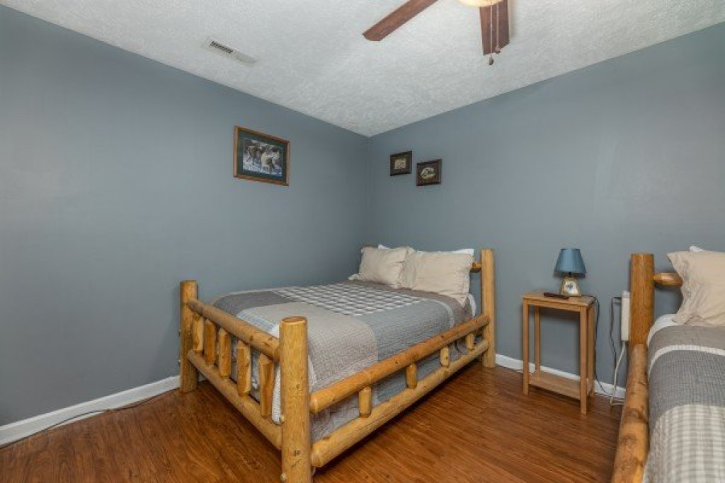 Photo of a Pigeon Forge Cabin named Wildlife Retreat - This is the twenty-first photo in the set.