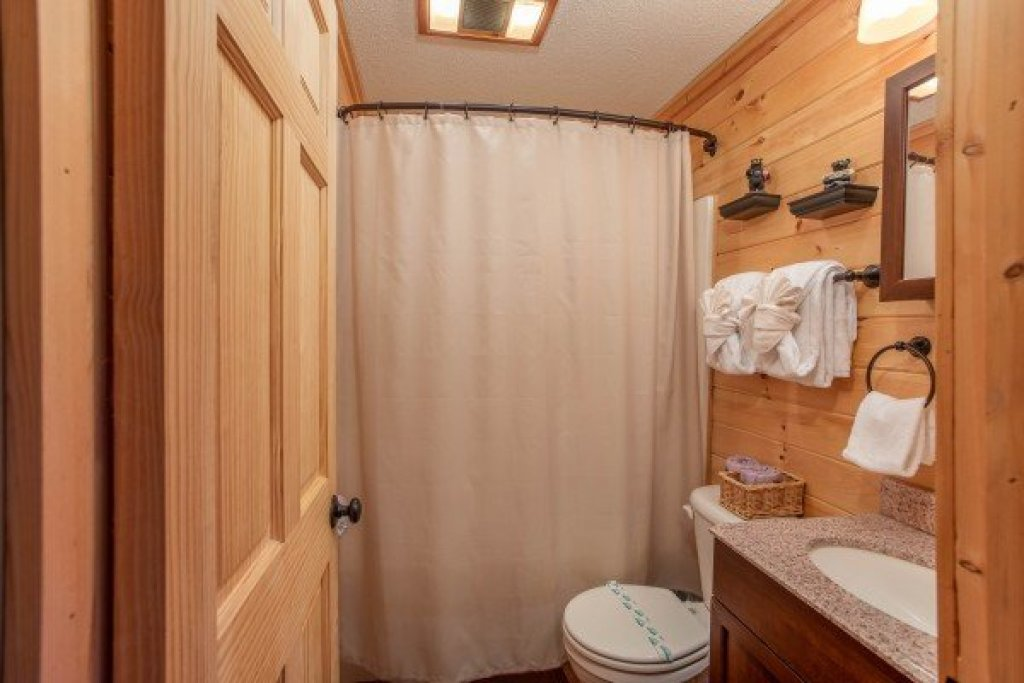 Photo of a Gatlinburg Cabin named License To Chill - This is the fourteenth photo in the set.