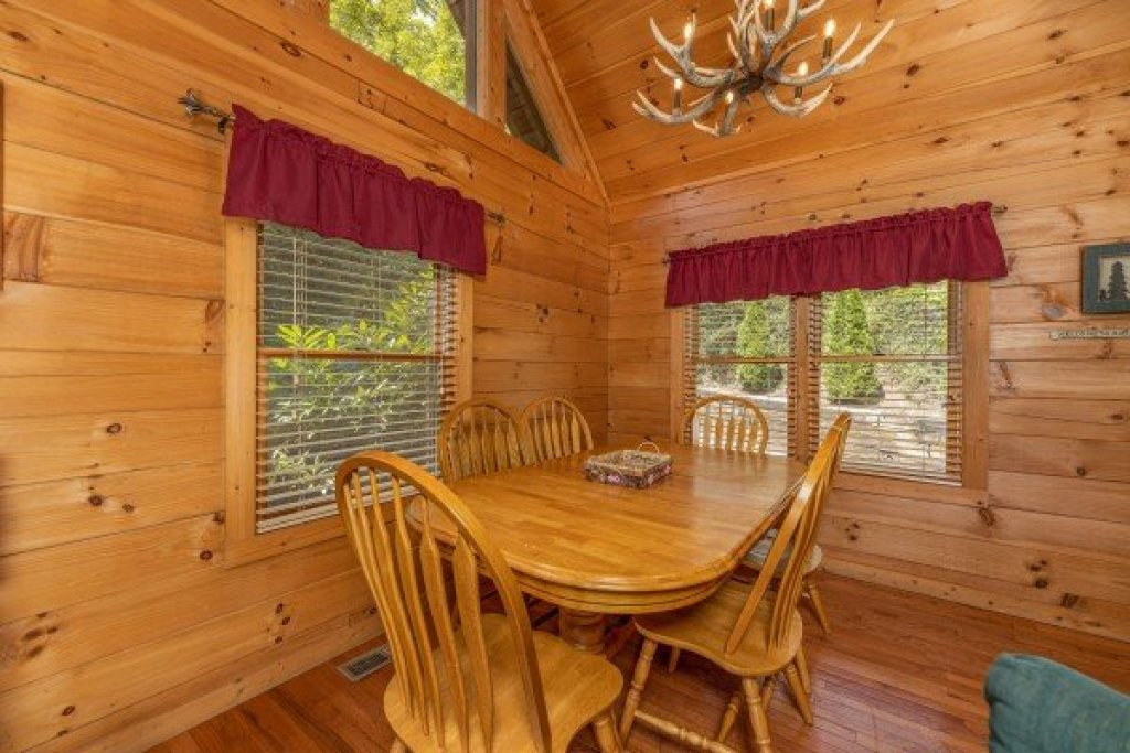 Photo of a Gatlinburg Cabin named Cub's Crossing - This is the sixth photo in the set.