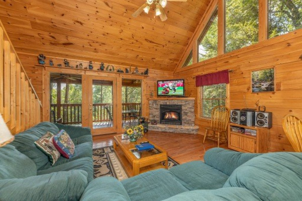 Photo of a Gatlinburg Cabin named Cub's Crossing - This is the third photo in the set.