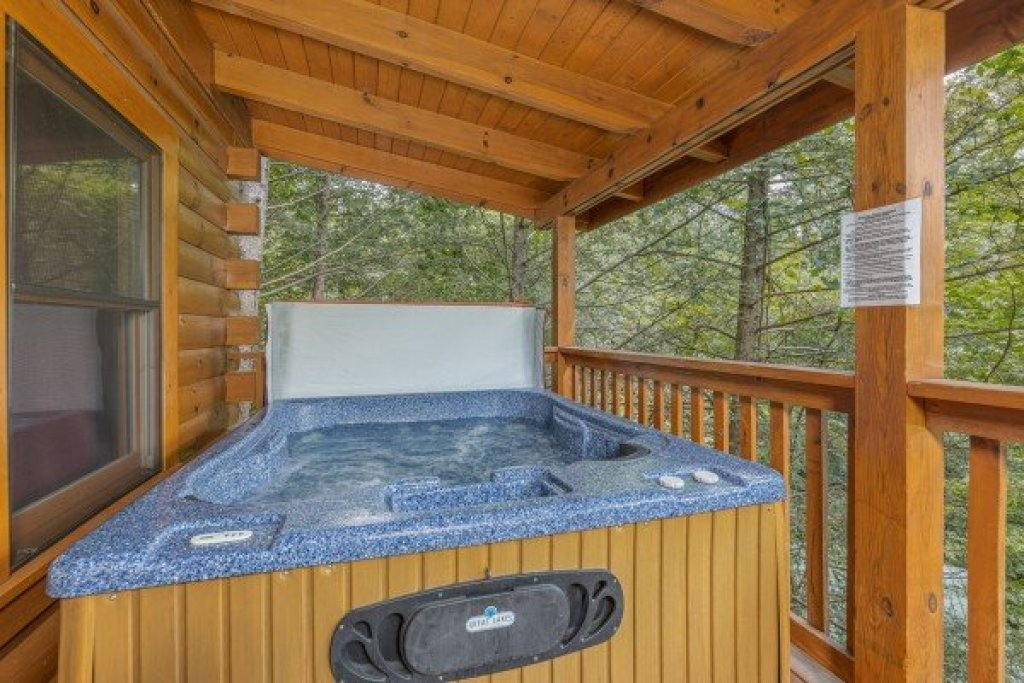 Photo of a Gatlinburg Cabin named Cub's Crossing - This is the ninth photo in the set.