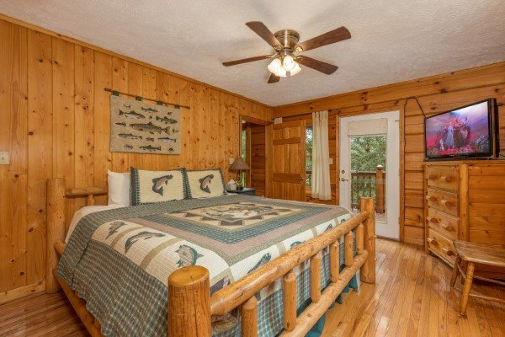 Photo of a Pigeon Forge Cabin named Wildlife Retreat - This is the seventeenth photo in the set.