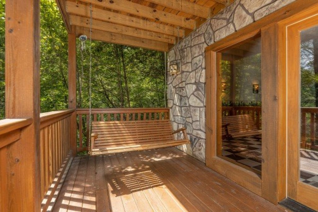 Photo of a Gatlinburg Cabin named Cub's Crossing - This is the second photo in the set.
