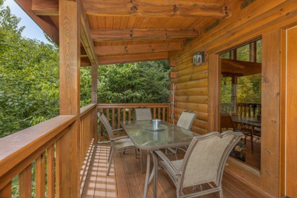 Photo of a Gatlinburg Cabin named Cub's Crossing - This is the seventh photo in the set.