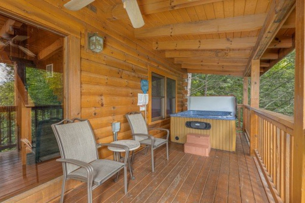 Photo of a Gatlinburg Cabin named Cub's Crossing - This is the eighth photo in the set.