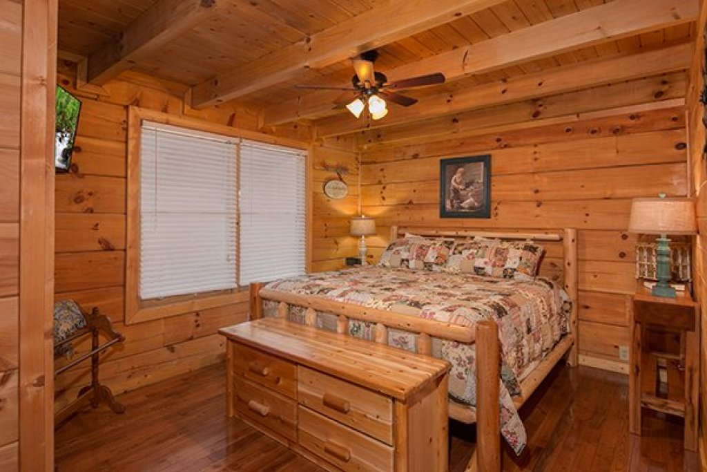 Photo of a Pigeon Forge Cabin named Amazing Journey - This is the eleventh photo in the set.