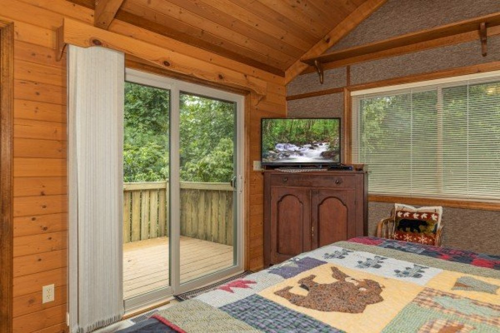 Photo of a Gatlinburg Cabin named Cubs' Crib - This is the fourteenth photo in the set.