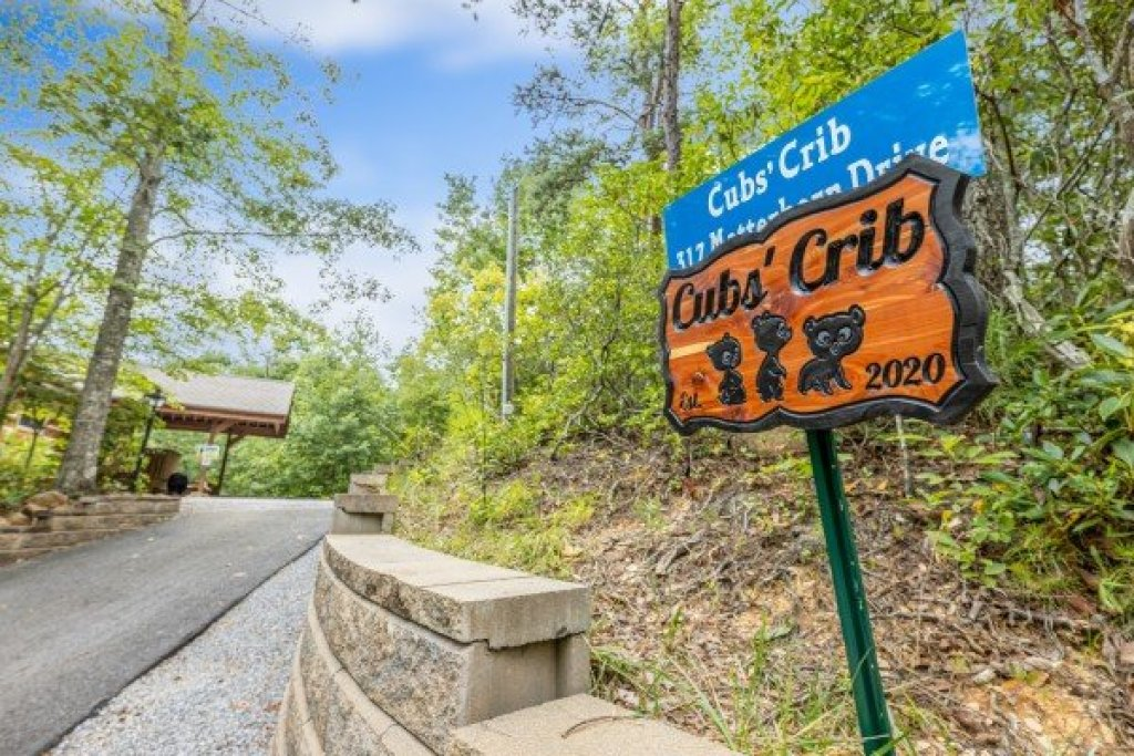 Photo of a Gatlinburg Cabin named Cubs' Crib - This is the twenty-eighth photo in the set.