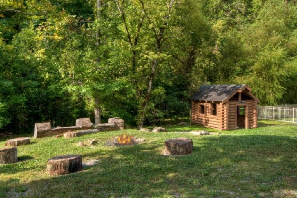 Photo of a Pigeon Forge Cabin named Amazing Journey - This is the thirty-eighth photo in the set.
