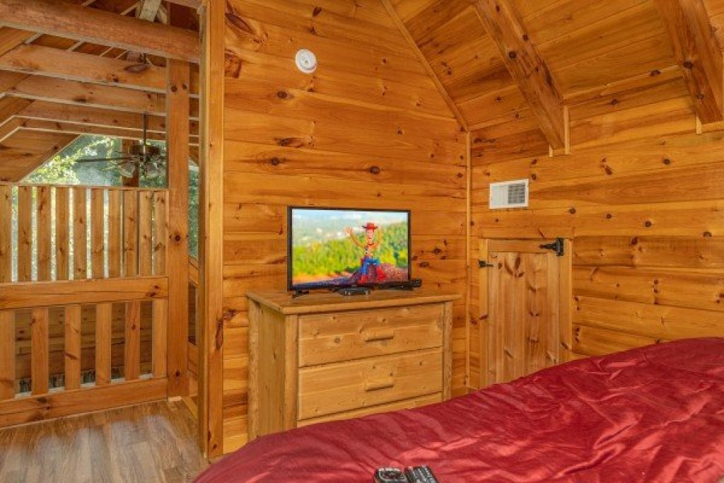 Photo of a Gatlinburg Cabin named Honeymoon In Gatlinburg - This is the fifteenth photo in the set.