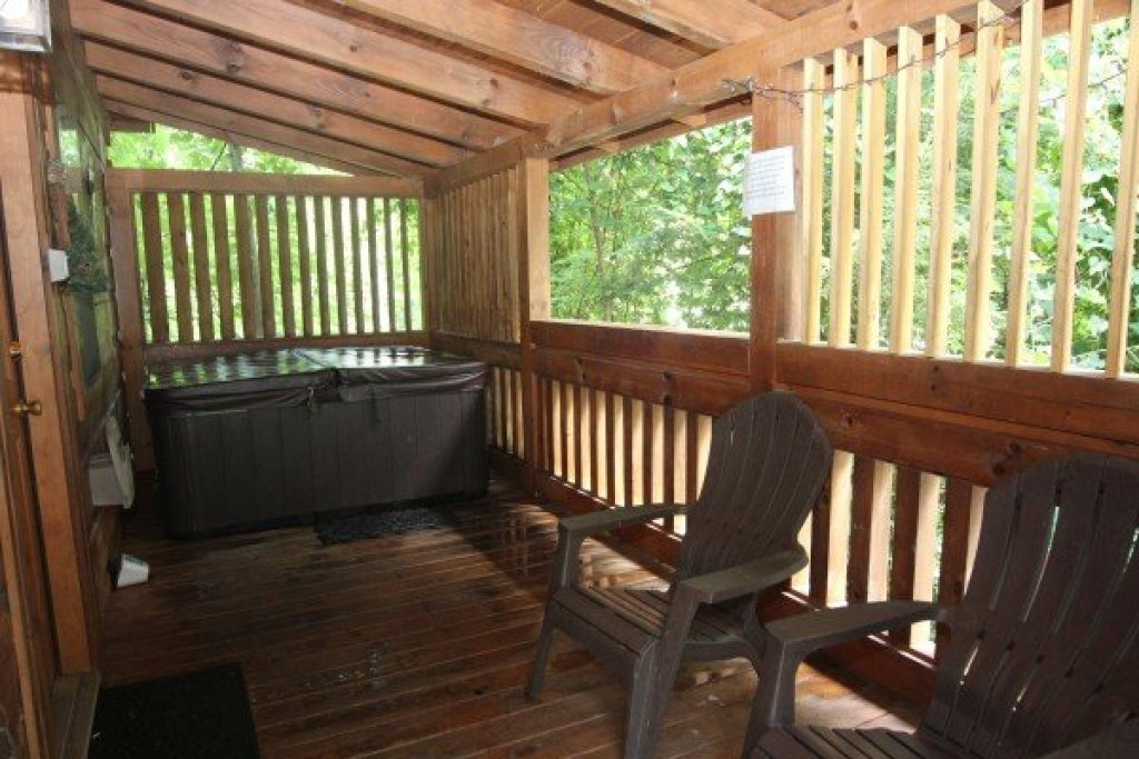 Photo of a Gatlinburg Cabin named Honeymoon In Gatlinburg - This is the eleventh photo in the set.