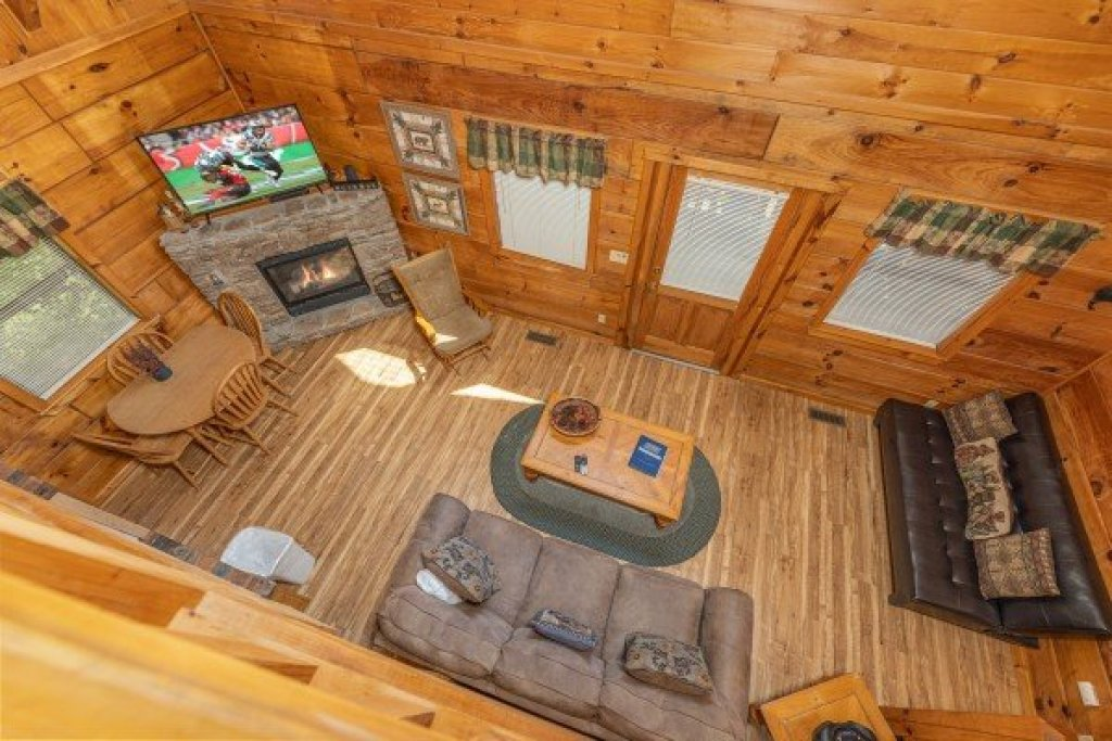 Photo of a Gatlinburg Cabin named Honeymoon In Gatlinburg - This is the twelfth photo in the set.