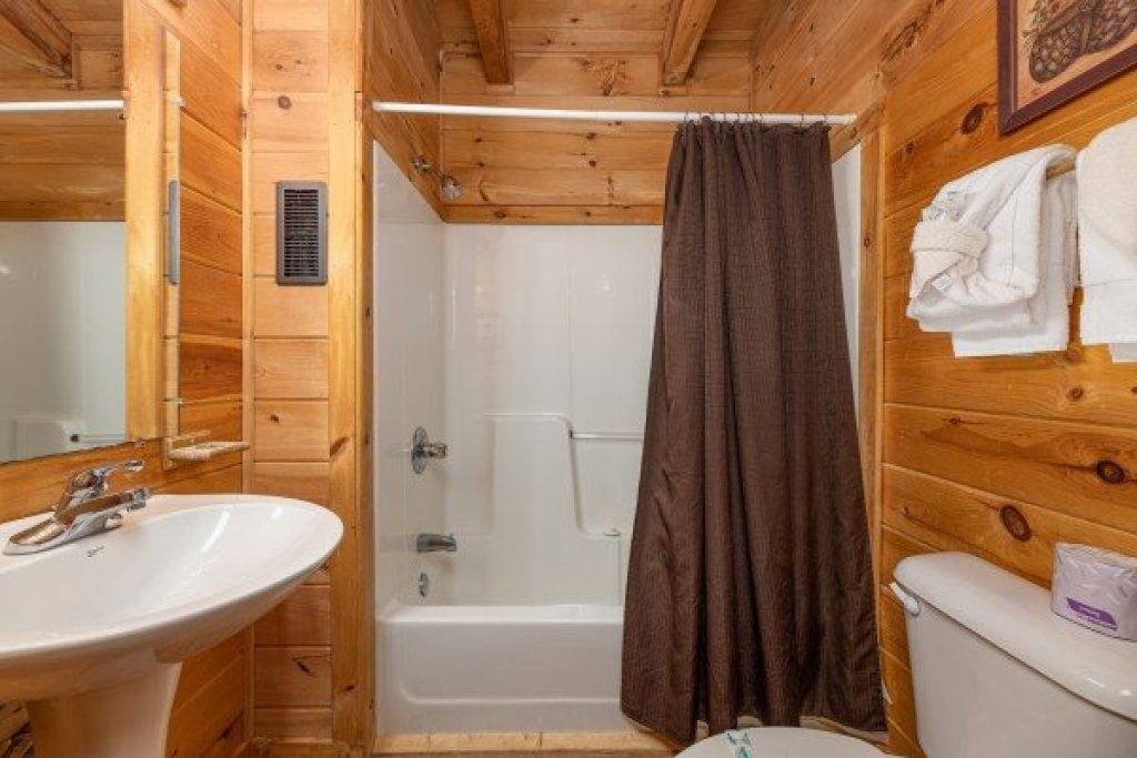 Photo of a Gatlinburg Cabin named Honeymoon In Gatlinburg - This is the sixteenth photo in the set.