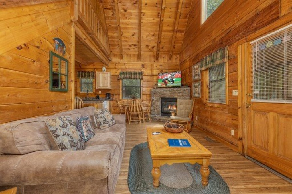 Photo of a Gatlinburg Cabin named Honeymoon In Gatlinburg - This is the third photo in the set.