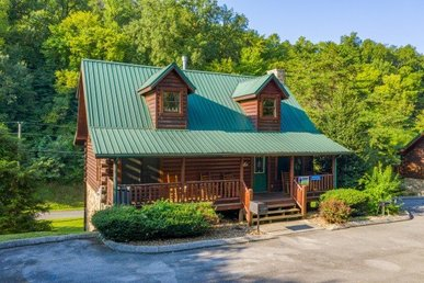 A 4 Bedroom, 4 Bath, Luxury Cabin For 14 On Easy Access Roads Near Pigeon Forge