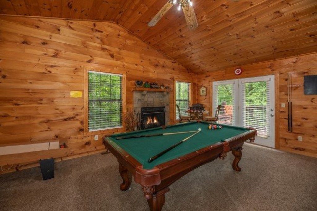 Photo of a Sevierville Cabin named Hidden Pines - This is the fifth photo in the set.