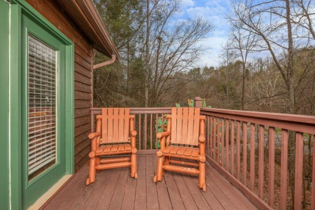 Photo of a Sevierville Cabin named Hidden Pines - This is the twenty-fifth photo in the set.