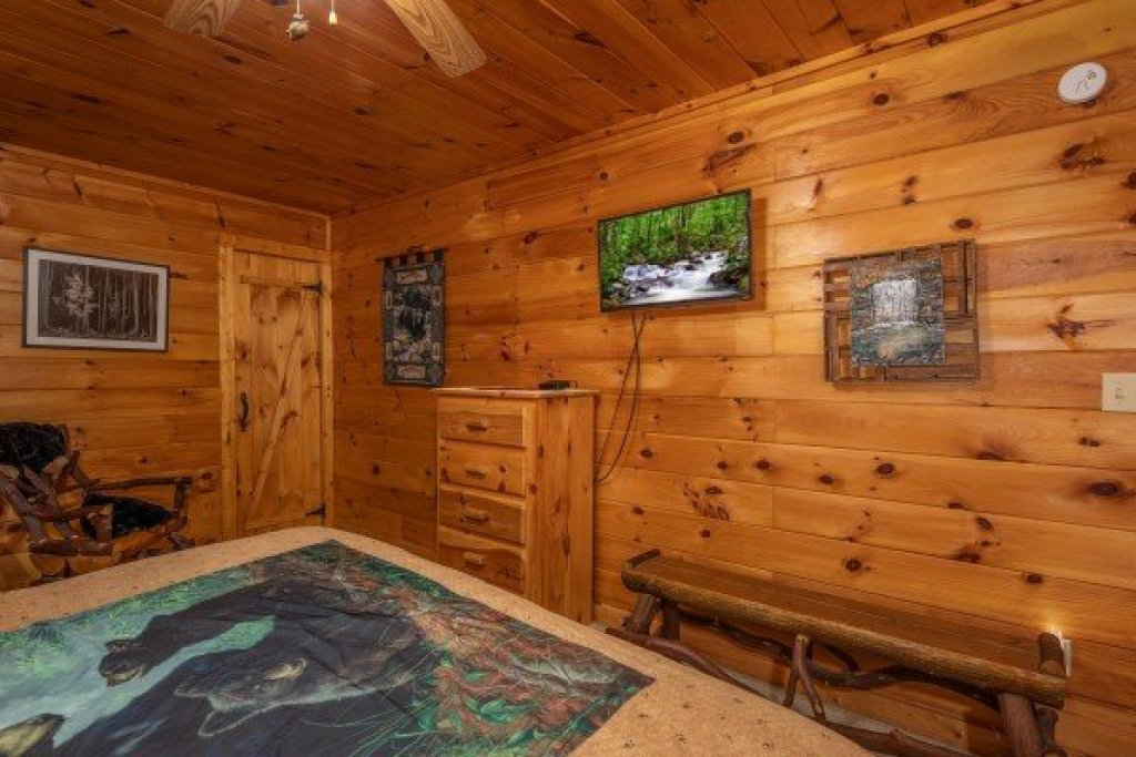 Photo of a Sevierville Cabin named Hidden Pines - This is the nineteenth photo in the set.