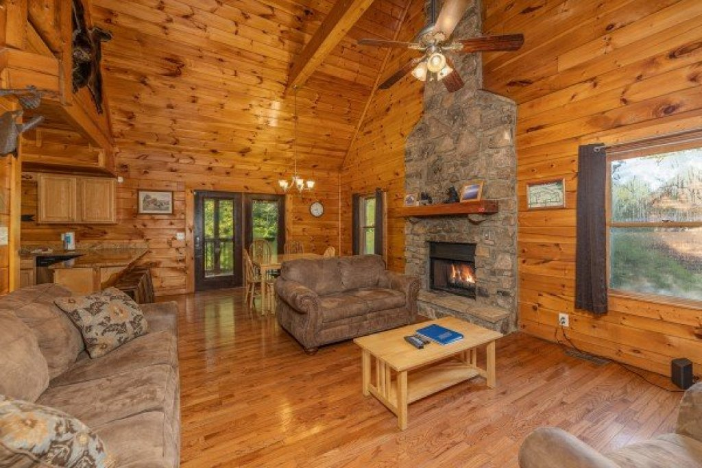 Photo of a Pigeon Forge Cabin named Family Getaway - This is the third photo in the set.