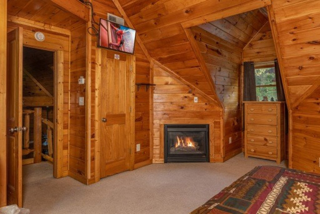 Photo of a Pigeon Forge Cabin named Family Getaway - This is the fifteenth photo in the set.