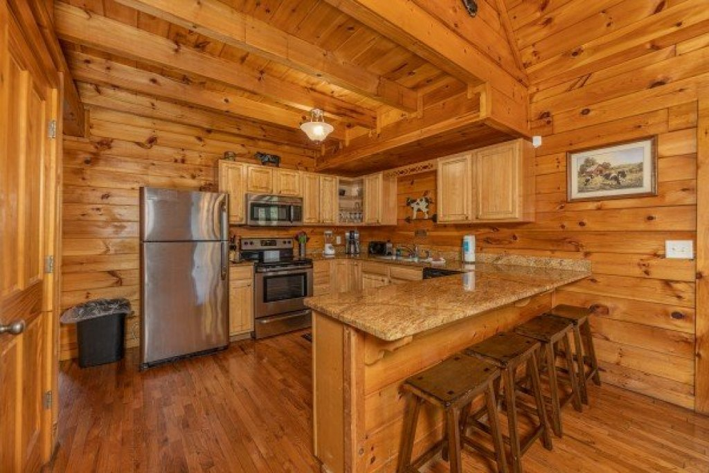 Photo of a Pigeon Forge Cabin named Family Getaway - This is the fifth photo in the set.