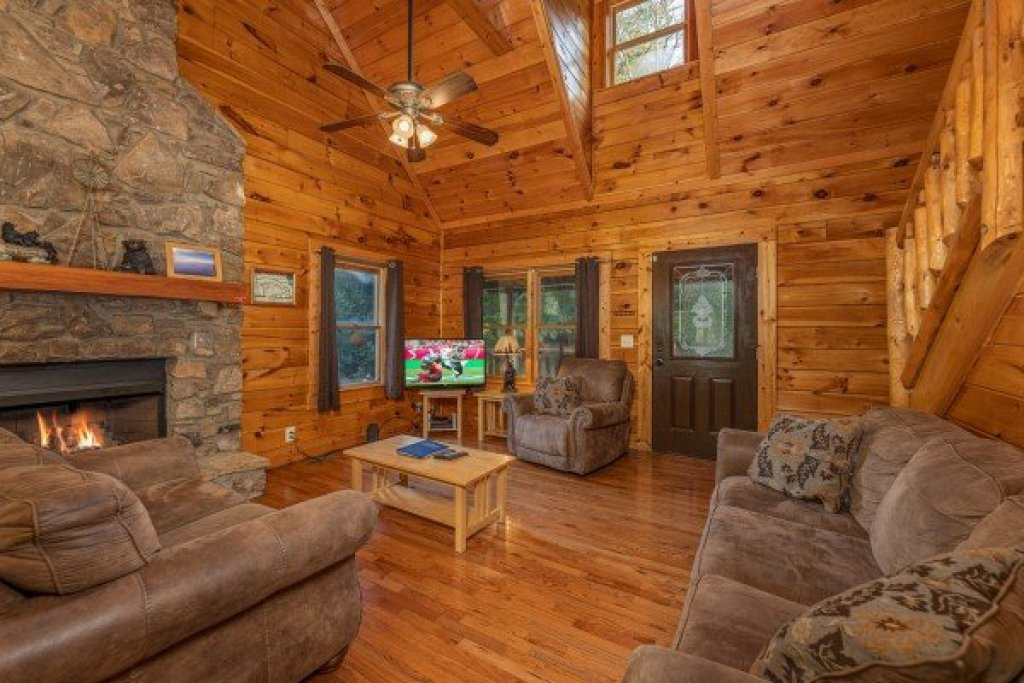 Photo of a Pigeon Forge Cabin named Family Getaway - This is the second photo in the set.
