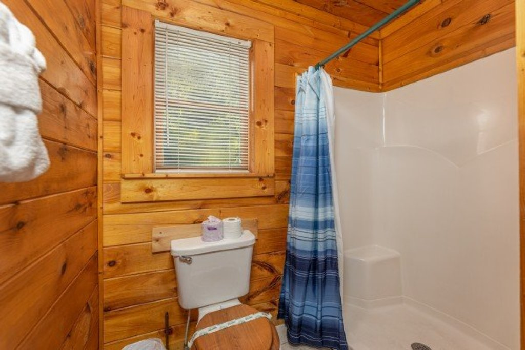 Photo of a Pigeon Forge Cabin named Family Getaway - This is the sixteenth photo in the set.